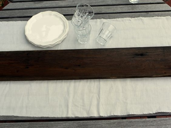 How to stain cedar naturally and to achieve this rustic look on your table top {the simplest DIY!}