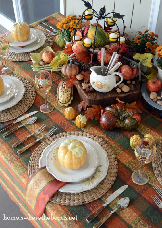 Cornucopia of all things Autumn Table with pumpkins, acorns, leaves and ears of corn | homeiswheretheboatis.net