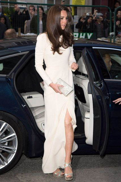 KATE MIDDLETON WOWS IN ROLAND MOURET GOWN AT EXCLUSIVE DINNER