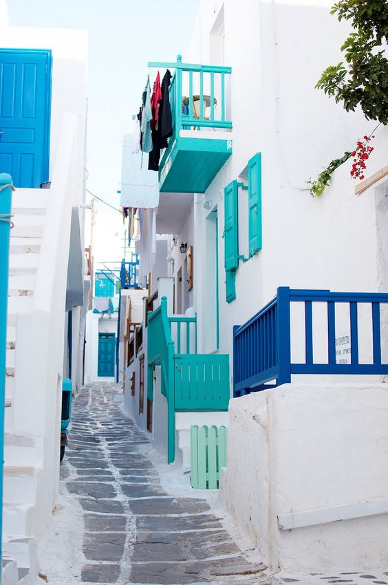 The colors! Guide to Mykonos So much fun walking thru the maze that is Mykonos. This was one of my favorite streets due to the colors: