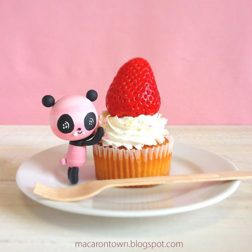Sweet Life: Big Strawberry Cupcake