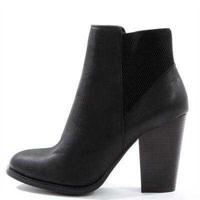 Une boots à talon, sobre et féminine, qui fait figure d'essentiel.