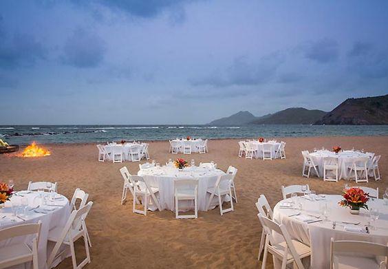 ¿Qué tal una cena con vistas de caribe para después de tu celebración? St. Kitts Marriott Resort & The Royal Beach Casino