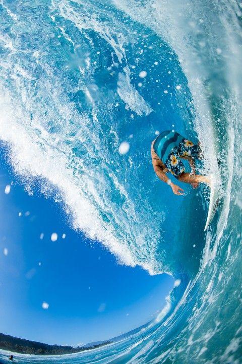 青空と青い海と青い海パンとサーフィン