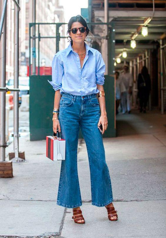 Leandra Medine / Man Repeller em street style com calça flare e camisa