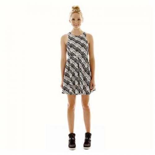 Lovely sleeveless white lace and ribbon dress by designer Nanette Lepore Size 14.