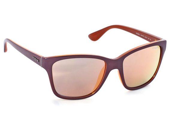 Νεανικά και μοντέρνα τα γυναικεία γυαλιά ηλίου Vogue 2896S 2279/R5,εντυπωσιάζουν με την ελαφριά τους αίσθηση και την ανθεκτικότητά τους. Διαθέτουν κοκάλινο πλαίσιο σε καφέ απόχρωση. Οι φακοί στα γυαλιά ηλίου Vogue 2896S 2279/R5 έχουν ροζ χρυσό απόχρωση με καθρέφτη και είναι ιδανικοί για έντονη