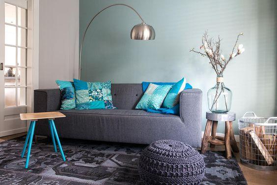 woonkamer, kleur, blauw, bank zuiver, booglamp metal bow, bamboo warrior, branch bijzettafel, vitage kelim, vloerkleed, handgemaakte kussens