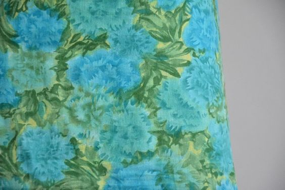 vintage 1950s cotton daydress/ floral wiggle by seaofvintage