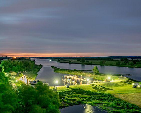 Am Wochenende haben wir einige tolle Langzeitbelichtungen an der Elbe gemacht  Hier also ein erster Eindruck! #Elbe #fluss #Abendrot #longexposure #nacht #night #lights #lichter #amazing_longexpo #nightphotography #arneburg #burgberg #altmark #soschönistdeutschland #like #follow