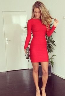 Rode+strakke+jurk+met+lange+mouwen