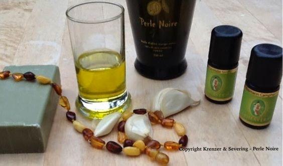 Olivenöl in Verbindung mit ätherischen Ölen, wie Lavendelöl oder Teebaumöl, ist sehr wirksam gegen Hautpilz.