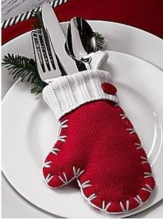 Christmas Crafts. This one is soooo cute on a holiday party table. A long wide winter scarf can be used as a table runner, too!