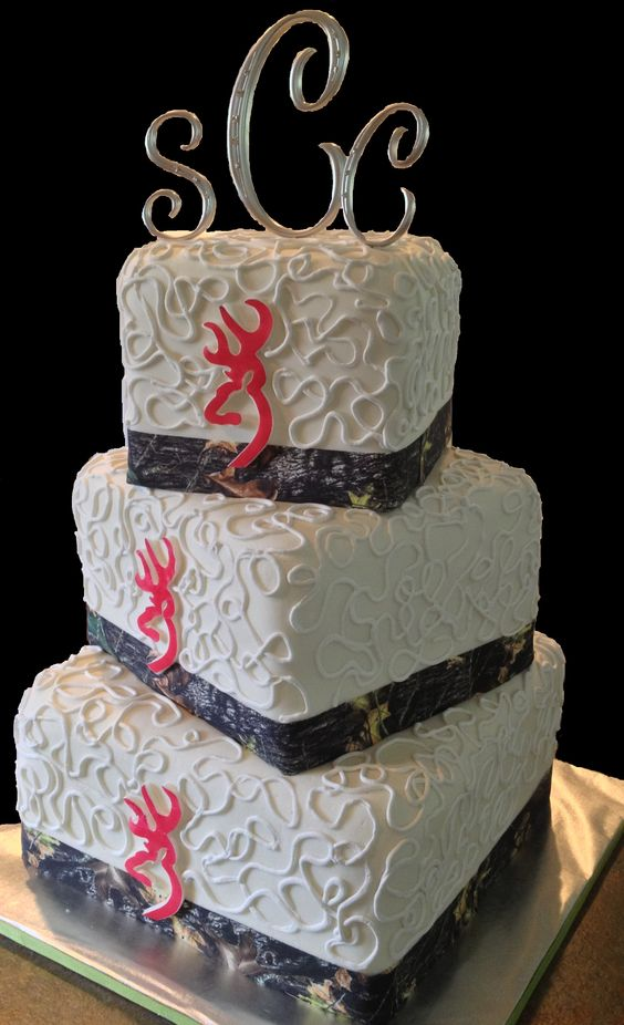 Camo And Pink Browning Logo Wedding Cake LolosCakesAndSweets Wedding Cakes It Would Be