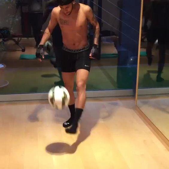 Training ⚽️ ⚽️ Video by @neymarjr via instagram (20.03.2015)