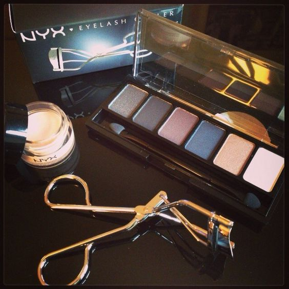 Makeup addict #NYX #USA #makeup #maquillage #smokey #eyes #fumé #eyeshadows concealer #anticernes #eyelash #curler #recourbe #cils #beauty #TheBeautyst #eshop #order by @_bbgaga