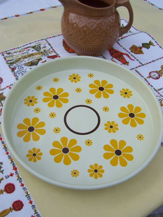 Vintage Daisy Serving Tray Metal Flower by ArtisticFloralDesign
