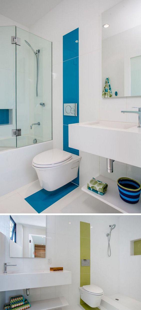 Salle De Bains Moderne Avec Carrelage Mural En Blanc Vert Et Bleu