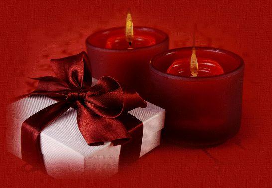 Bougies photophores rouges et paquet cadeau...