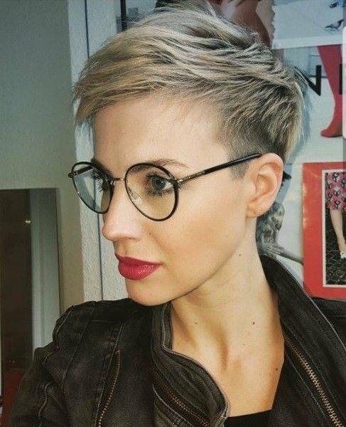 Blonde kurzhaarfrisuren mit brille