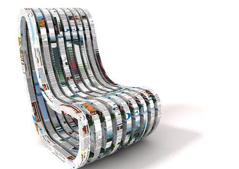 Cadeira feita com jornais velhos e 'tampinhas' é premiada  Mais uma incrível novidade sustentável para decorar o ambiente. Esta cadeira foi feita com jornais velhos, tampas de garrafas plásticas, cola de farinha e água. Apelidada de Paper Chair, é flexível graças a um molde de placa de espuma reciclada ligadas por tampas de garrafas que permitem se ajustar a quem se senta nela.: