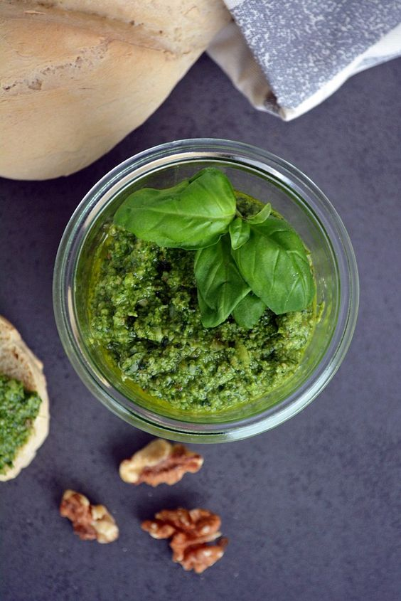 Walnuss Basilikum Pesto