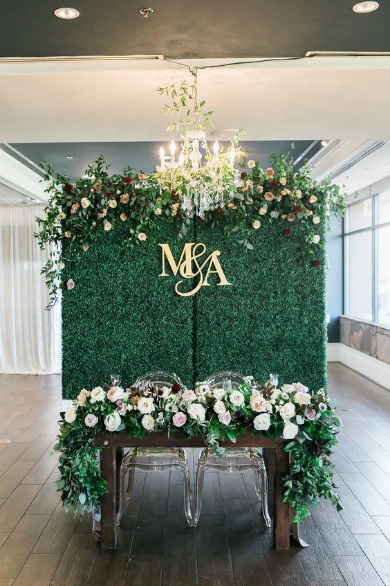 48 Gorgeous Ideas To Set Up A Wedding Backdrop Green Wedding Decorations Emerald Green Wedding Theme Emerald Green Weddings