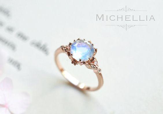 Vintage Moonstone Floral Engagement Ring in von MichelliaDesigns