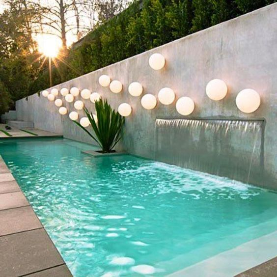 Projeto de piscina, valorizado por sua moderna iluminação