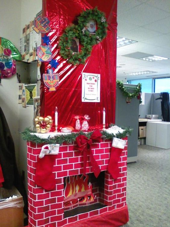 Cubicles door decorating and christmas door decorating for Cubicle decoration xmas