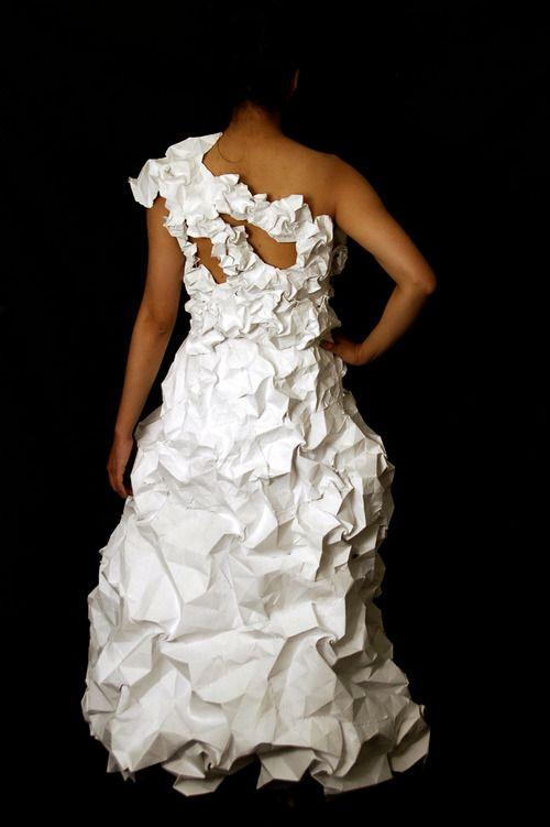 Los vestidos de papel reciclado son para el verano