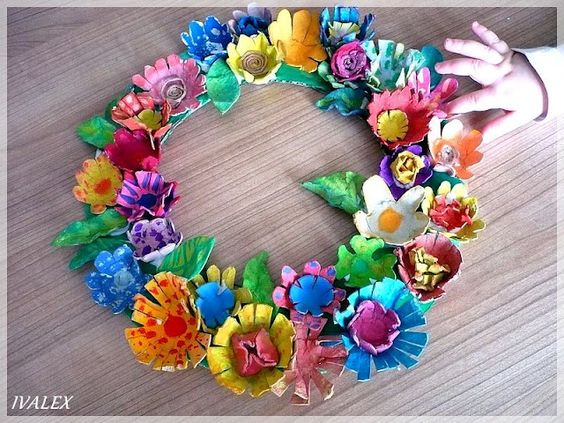 This wreath is made form egg cartons great recycle project Egg carton flowers ideas