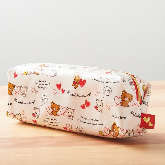 How cute! This pencil pouch expresses the romantic side of Rilakkuma and Korilakkuma! It features a cute design of the two sitting together amongst red and white hearts! Store your pencils and pens in this case that is sure to make you smile whenever you begin a long study session, lecture, or mountain of paperwork! The interior is also decorated in pink with white polka dots and hearts. This is the perfect pencil pouch for the Rilakkuma fan who is also a romantic <3!