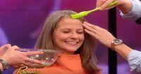 Ela passa água de batata no cabelo para escurecer os fios brancos naturalmente   Cura pela Natureza.com.br