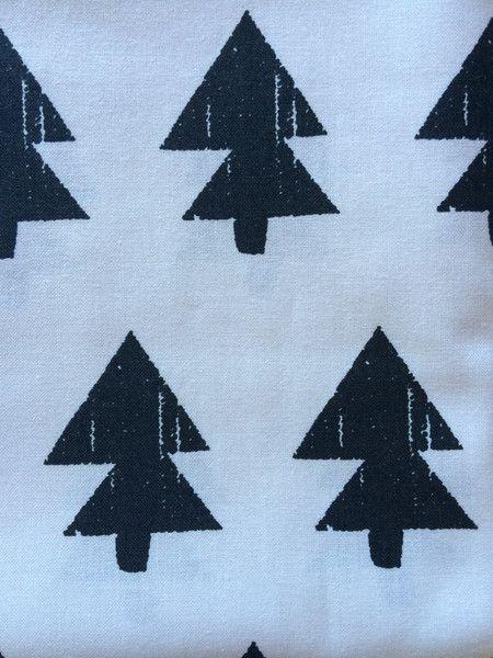 Bio-Stoffe - Wieder da! Stoff Tannenbaum Tanne Schwarz Weiß - ein Designerstück von smukt bei DaWanda