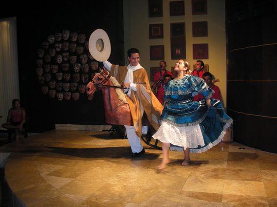 Baile típica Peruano con variadas actuaciones. Entretenidas.