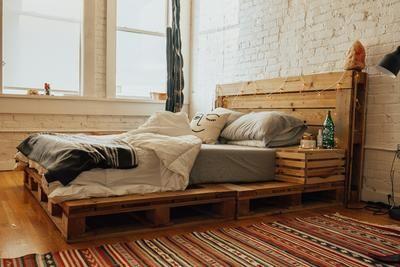 The Queen Pallet Bed Diy Pallet Bed Pallet Furniture Bedroom