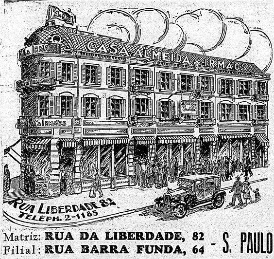 Fundada em 1894, a Casa Almeida é uma marca de varejo em São Paulo. A ilustração acima mostra como era a arquitetura do prédio nos anos 30. Consumidores apinhados diante das vitrines, os homens de ternos e chapéus e apenas um veículo passando na pacata Avenida Liberdade. Os detalhes arquitetônicos típicos da época desapareceram, e a antiga Casa Almeida hoje é sede da Ikesaki, especializada em produtos de beleza. http://blogs.estadao.com.br/reclames-do-estadao/2010/08/22/casa-almeida/