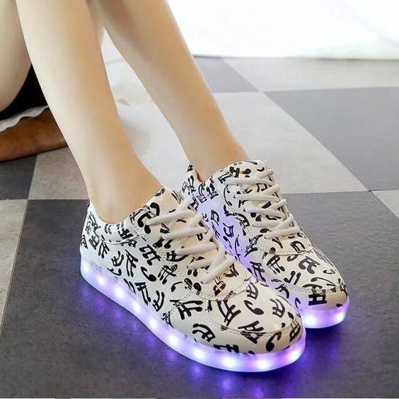 High quality Size 35-44 8 colors Unisex luminous led light shoes Men Women fashion USB charging Casual shoes Black white