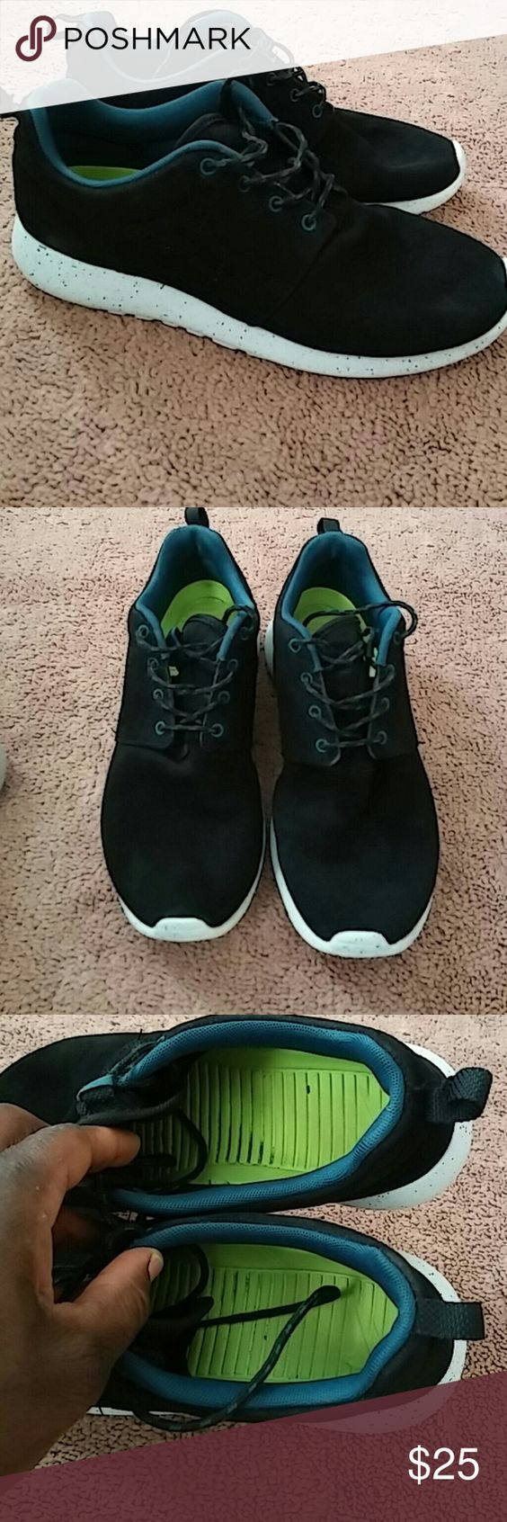 Nike Roshes..size 8 Men and size 10 women This shows good use but still has a lot of years in them. No tear and no sole separation. A very nice Roshes to add up to your closet. Nike Shoes Sneakers