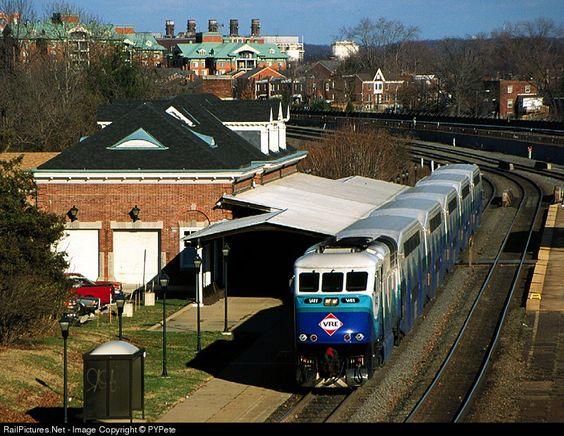 RailPictures.Net Photo: VRE V41 Virginia Rail Express (VRE) EMD F59PHI at Alexandria, Virginia by PYPete