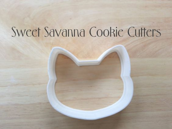 Fox or Cat Cookie Cutter.    Made To Order.    Size is approximately 3.5 inches wide by 3 inches high.    After a cookie cutter or a size you