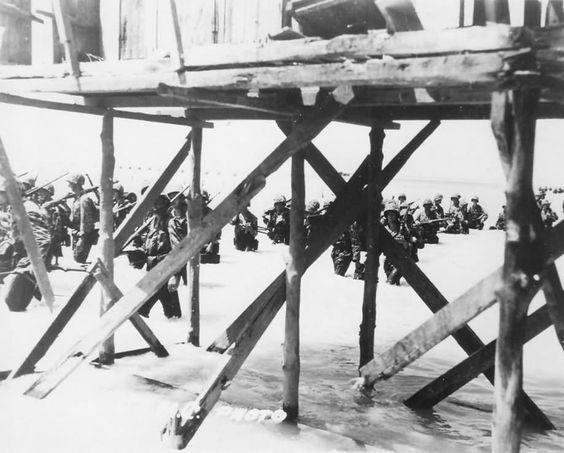 Marines in action Battle of Tarawa Gilbert Islands