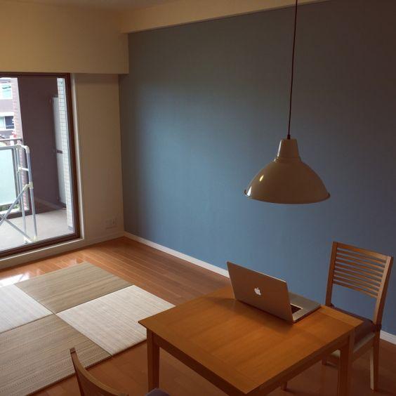 merudadさんの、11畳,大塚家具ダイニングテーブル,北欧,IKEA,照明,ブルーの壁,MacBook Pro,琉球畳,リビング,のお部屋写真