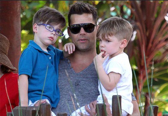 A cantor Rick Martin curti o dia dos pais com seus óculos Tom Ford! #oculos #de #sol #tf #aviador #luxo #infantil #rb #oticas #wanny #online