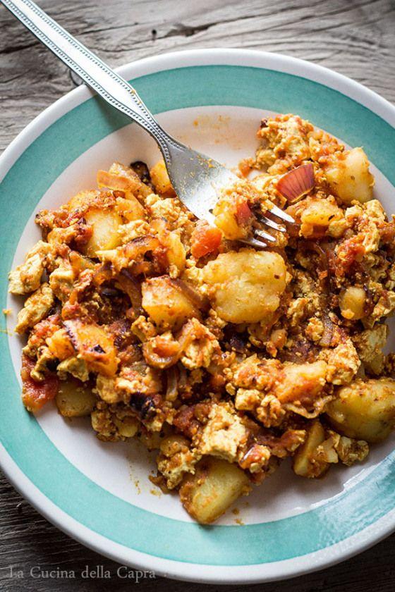 tofu strapazzato con patate e curcuma