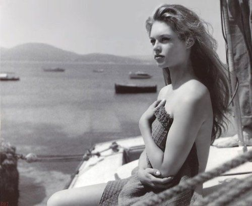 plein soleil: Vintage Times Classic, Bardot Black, Times Classic Hollywood, White Photography, Vintage Photos, Black And White, Style Icons, Bb Black White