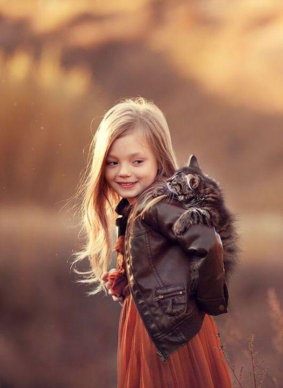 Let's go ! Jump on my back ! / ♥️ A deux ... c'est mieux ! • • • • • #cat #children #kid #chat #enfant #cute #mignon