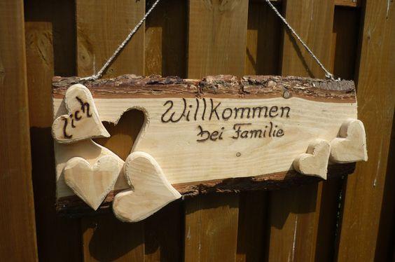 *Herzlich Willkommen bei Familie...*   Ein _großes,rustikales_ Türschild für die Wand oder als Aufsteller .  Das Schild hat eine Größe von : 74 x 26 x 2,5 cm  Den Familien-Namen schreibe ich...