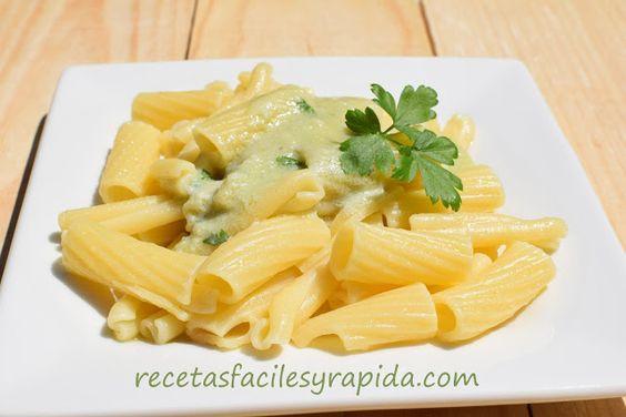 Pasta con salsa de queso azul y ajo
